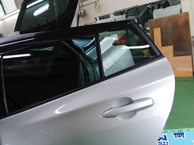 トヨタ プリウスZVW51にレギュラースモークフィルム施工