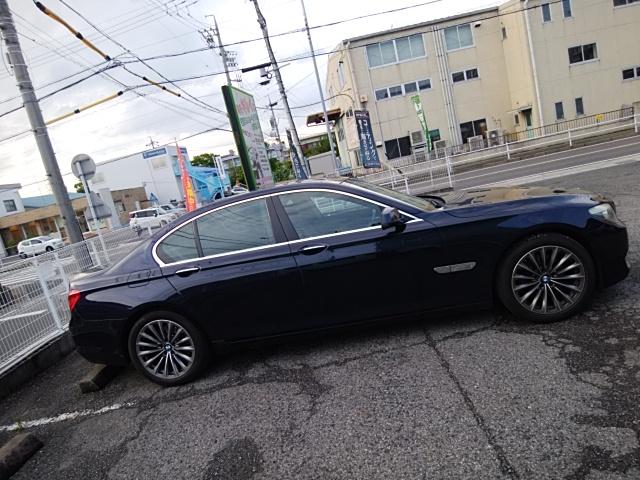 BMW740iの窓モールをボディラッピング
